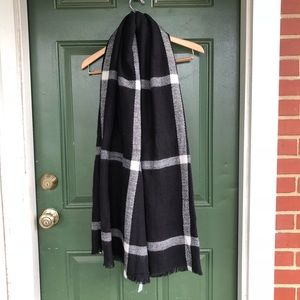 NWT Old Navy Large Plaid Blanket Scarf / Wrap